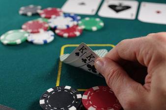 Tie pokeriammattilaiseksi